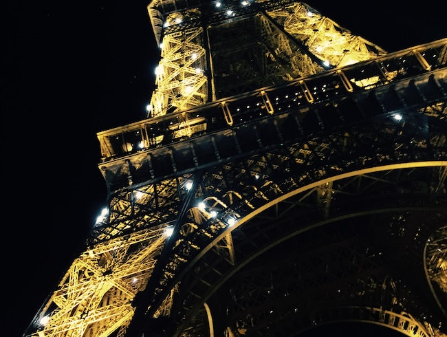 Chic Dining at the foot of the Eiffel Tower