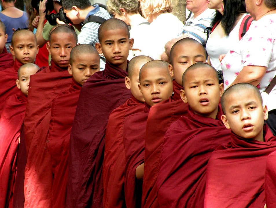 Thousands of Monks eating