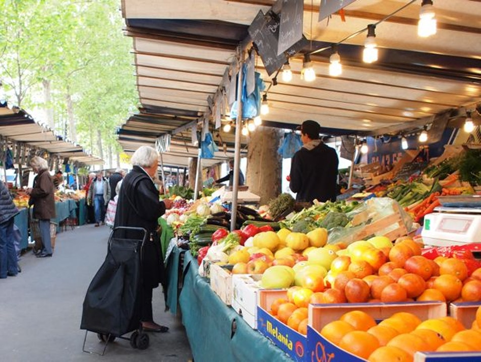 Characters Come Alive at the Marché