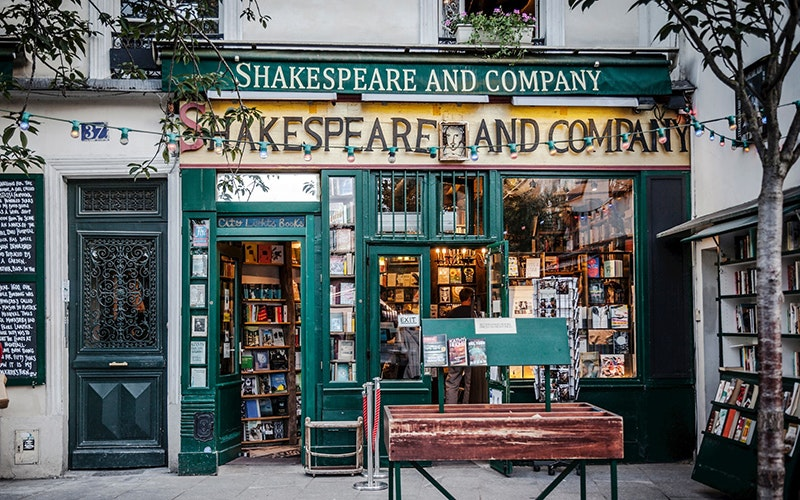 shakespeare and the green world It is also a green world alive with the magic of flowers: the wild pansy known as   the backgrounds of shakespeare's festive comedies.