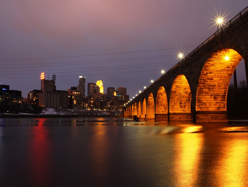 Stroll Stone Arch Bridge Minneapolis Minnesota United States