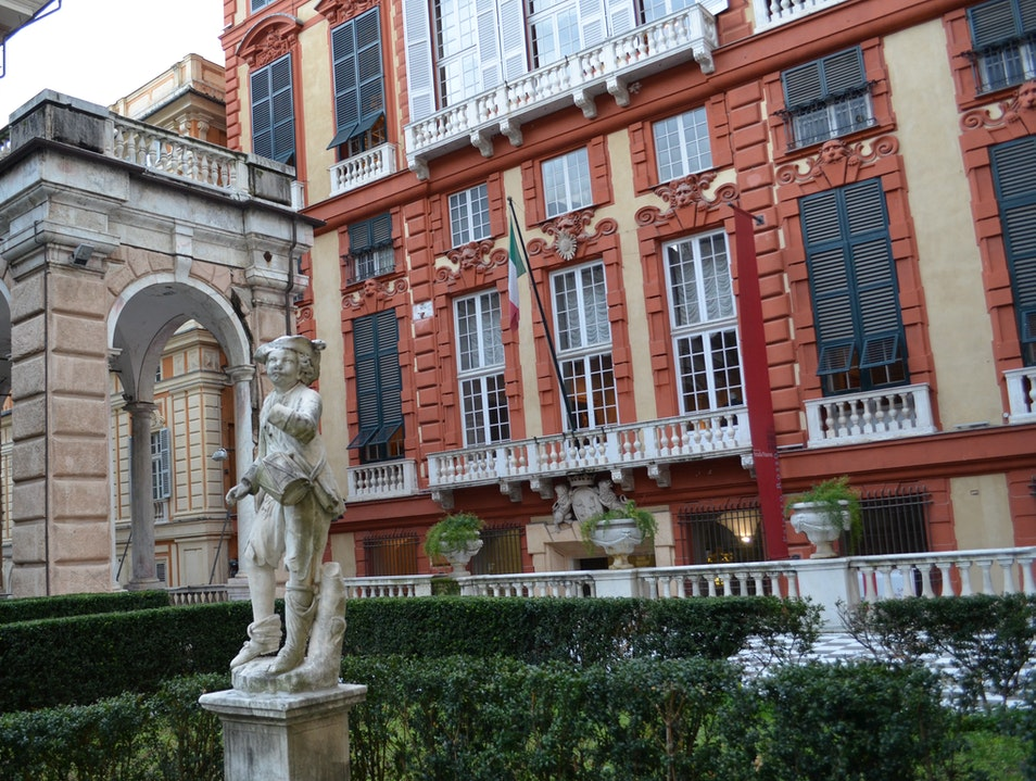 16th-century art gallery with gorgeous gardens