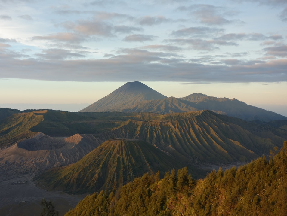 Hiking to the crater mouth of Mount Bromo