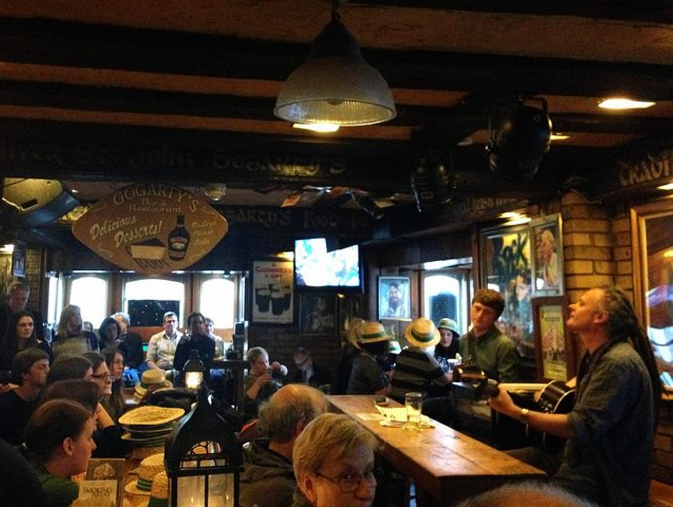 Guinness and Irish Music on a Magical Musical Pub Crawl