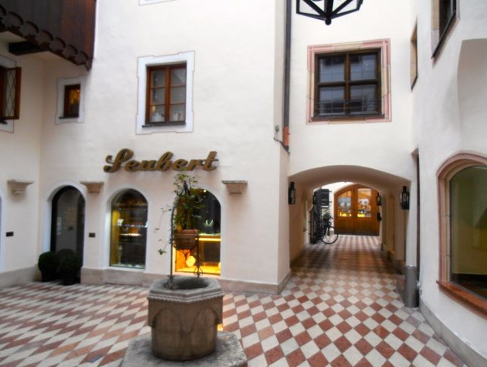 Platzl Gassen: A Hidden Medieval Courtyard Munich  Germany