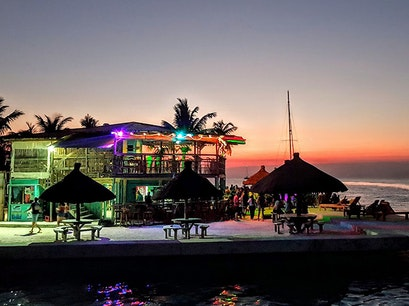 Lazy Lizard Bar & Grill   Belize