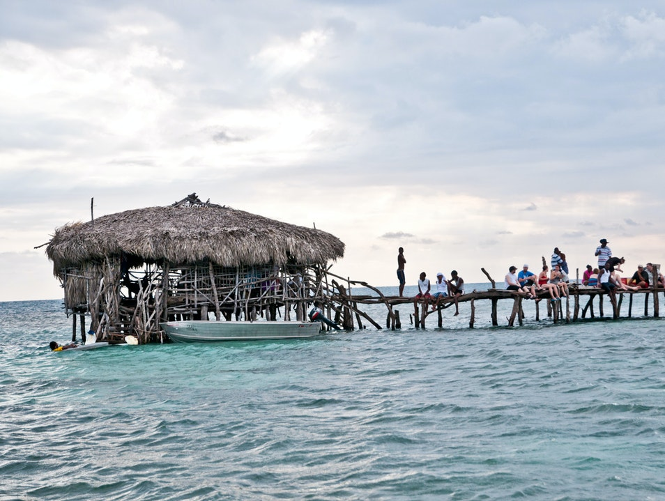 The Pelican Bar: A True Wet Bar Cataboo  Jamaica