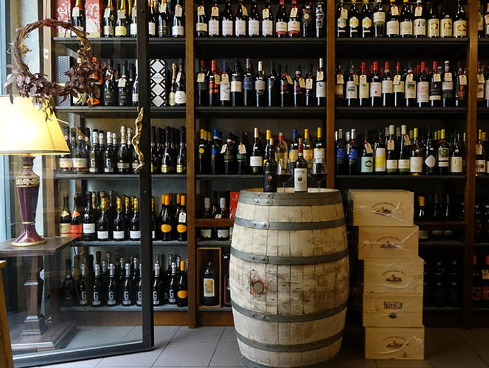 Historic Wine Shop Florence  Italy