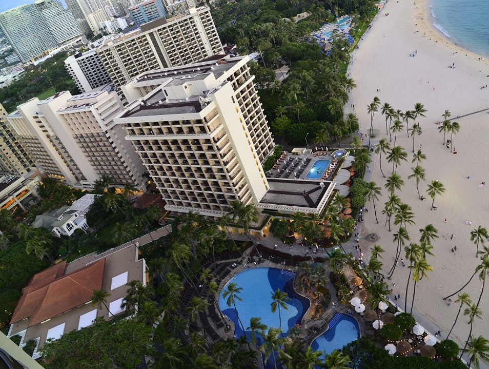 Ali'i Tower: Finding An Oasis In Modern Waikiki Honolulu Hawaii United States