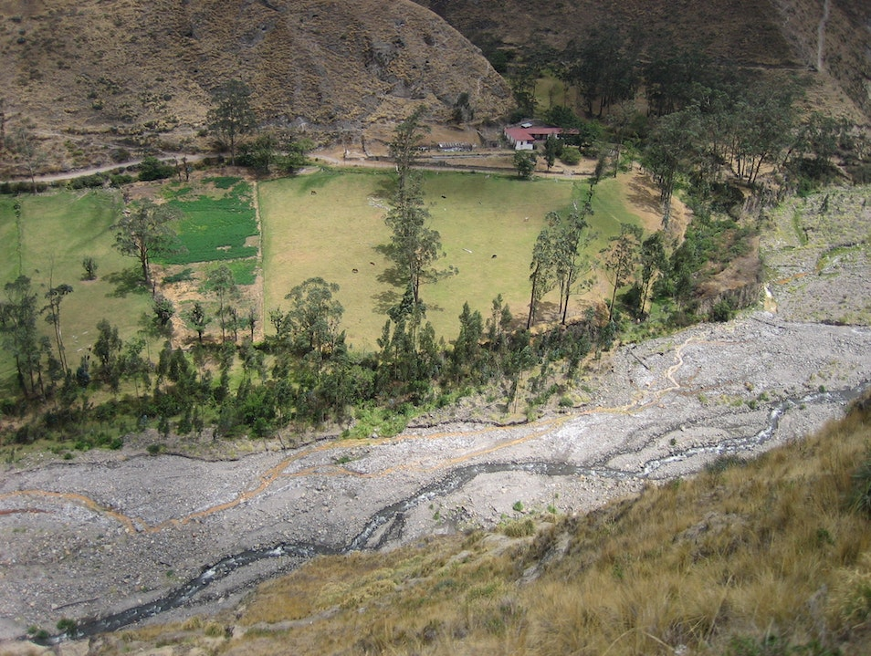 Nariz del Diablo: A guaranteed recipe formalist landscape views Riobamba  Ecuador