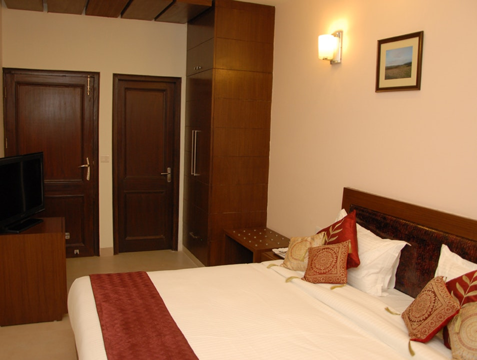 Cheapest guest house in south extension new Delhi