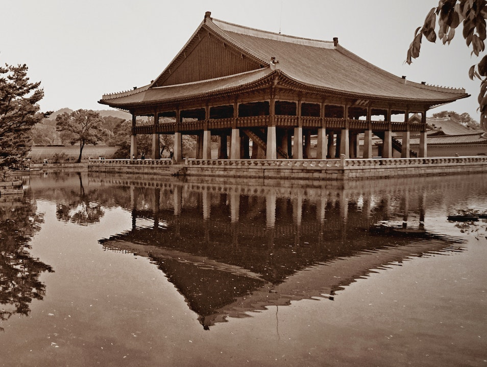 reflection of morning calm in the middle of Seoul