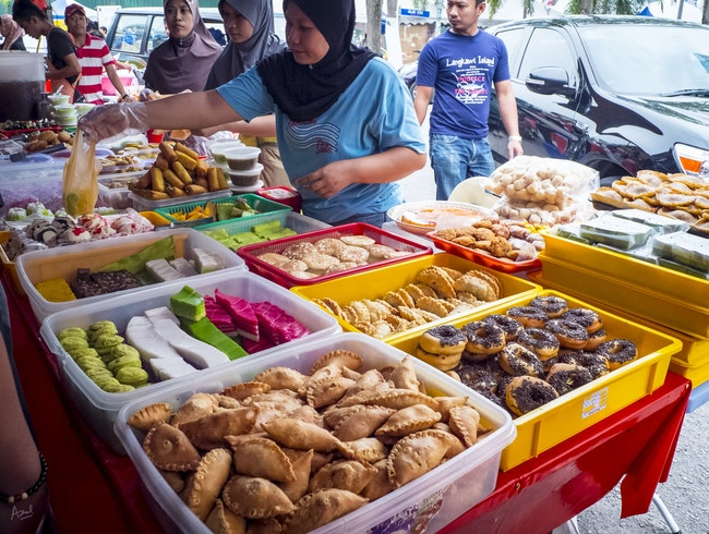 Ramadan Bazaar: Local Delights