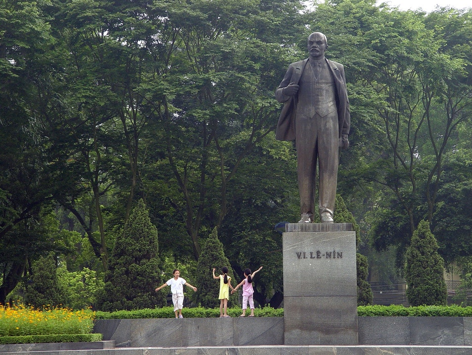 Have a Look Around for Lenin