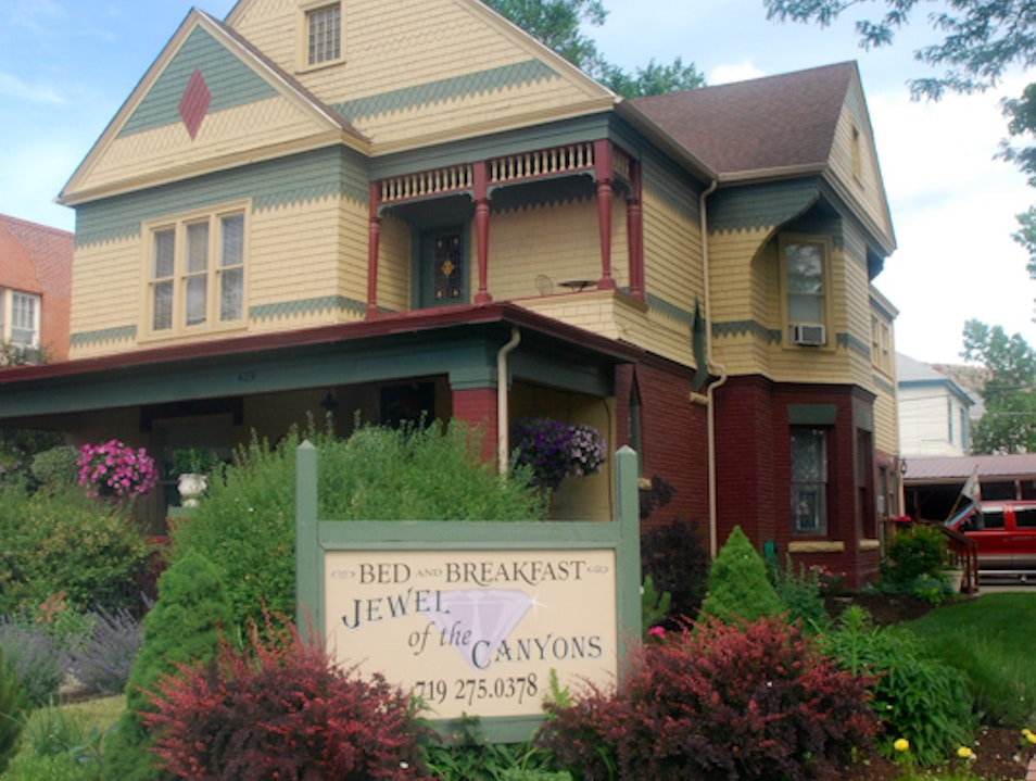 Jewel of the Canyons B&B in Cañon City Charms Guests