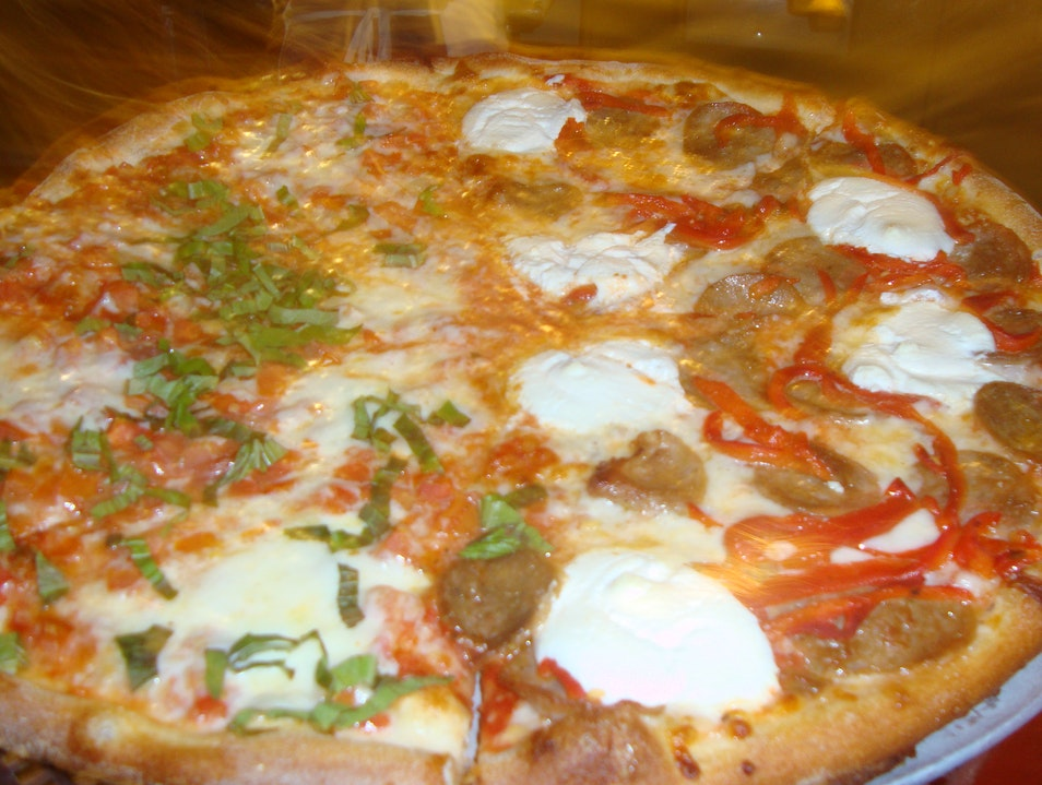 Nosh on NY-style pizza in Austin