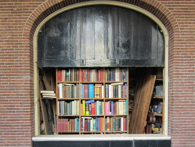 Amsterdam: Old books, new books