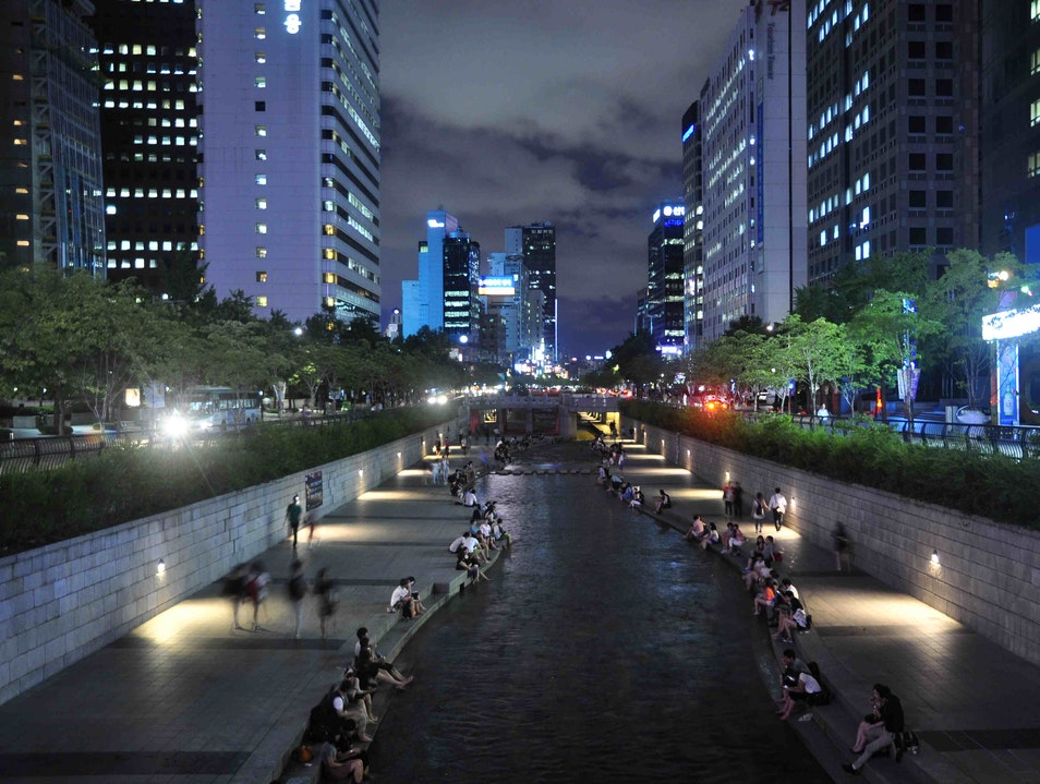A Walk to Remember: Cheonggyecheon Stream  Seoul  South Korea
