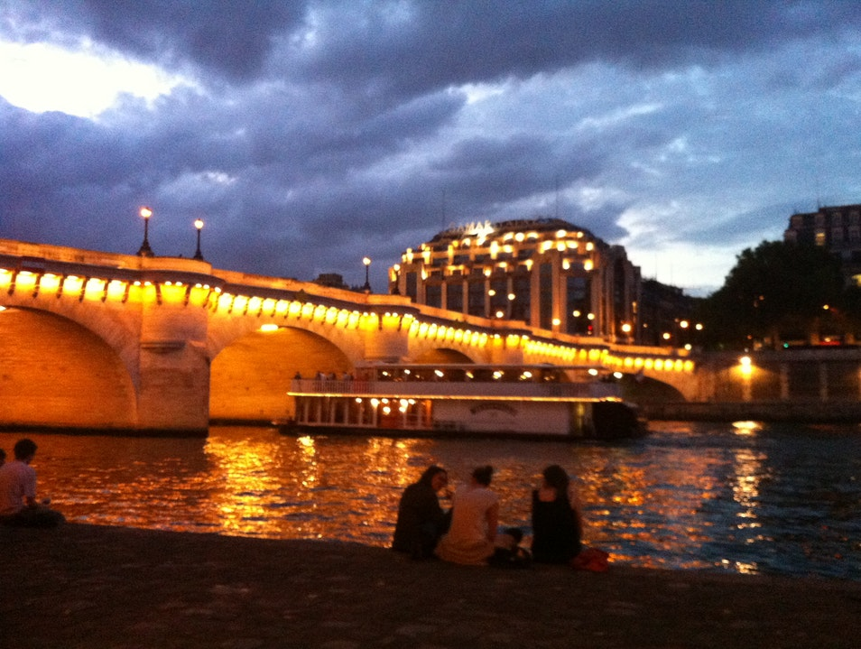 Admire the view of a sparkling Pont Neuf
