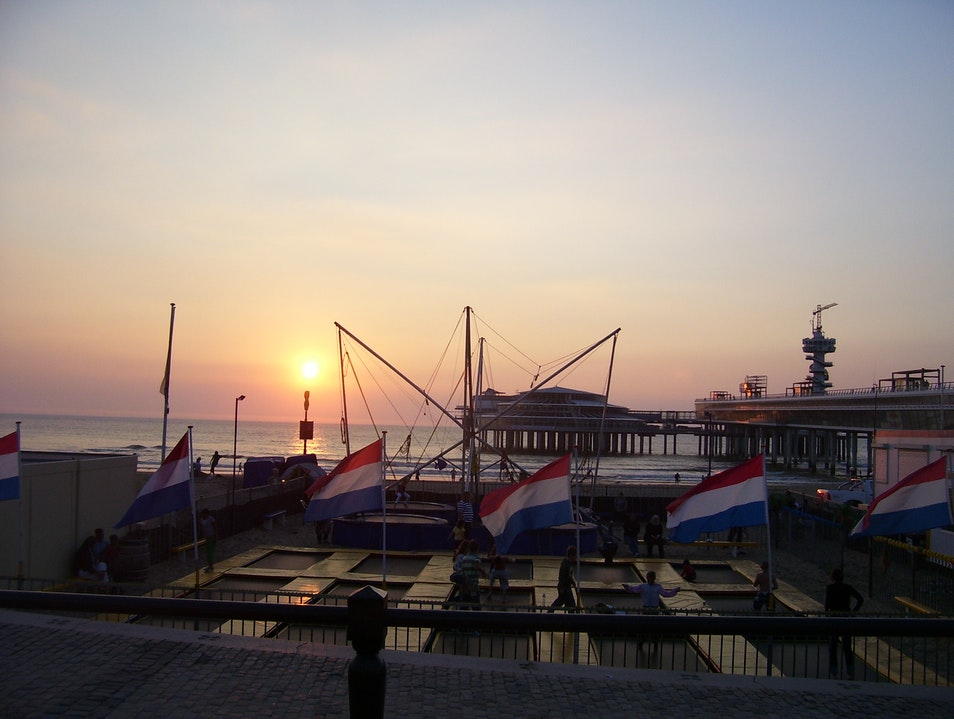 Sun set and bungy jumping in Den Haag