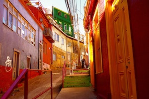 VALPARAISO, CHILE / STREET SCENE COLOR