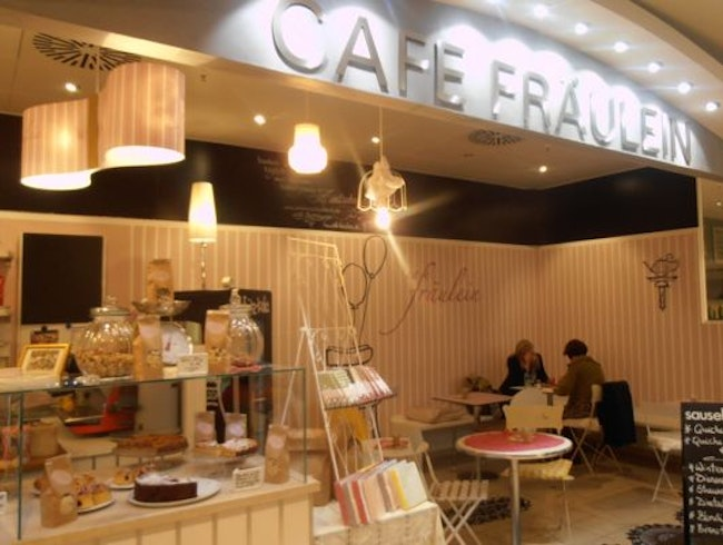 Girly Cafe with Mouthwatering Cinnamon Buns