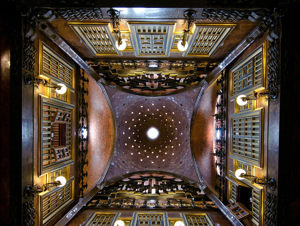 When in a Gaudí, look up!