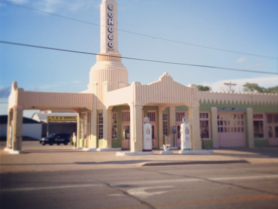 U Drop in at an iconic Route 66 gas station Shamrock Texas United States
