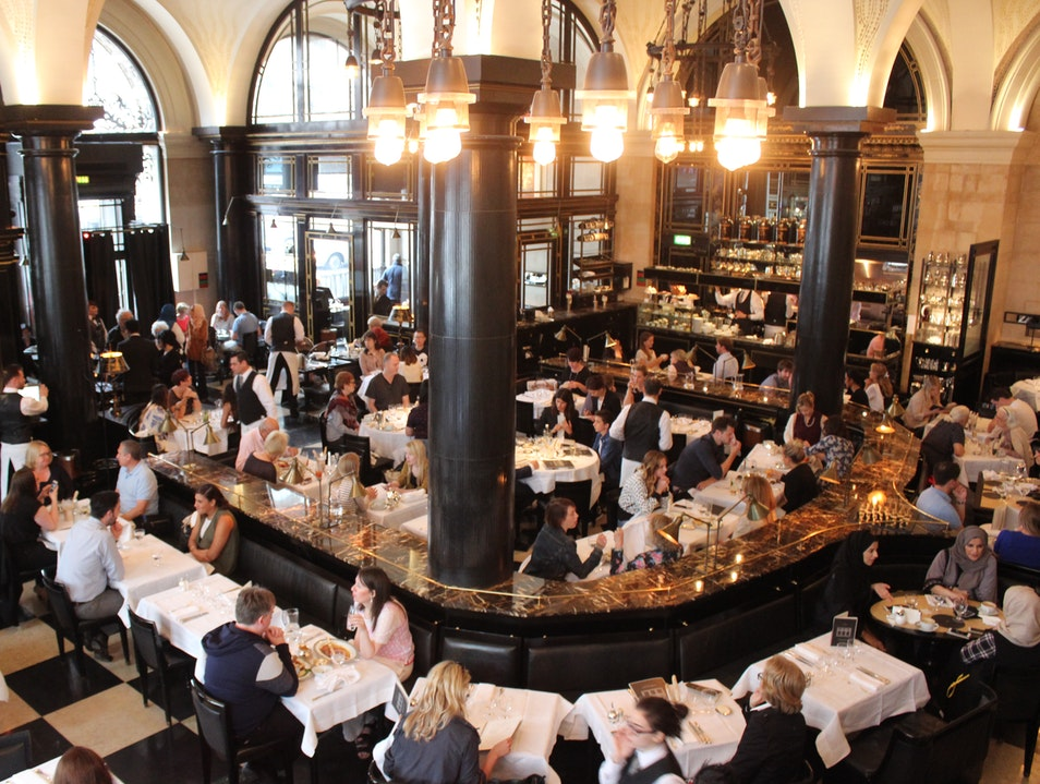 Classic Dining in London's Piccadilly Neighborhood