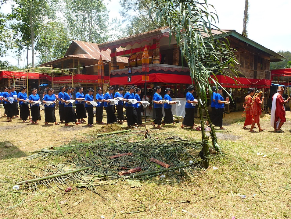 Immersion at a Traditional Christian Funeral Rantepao  Indonesia