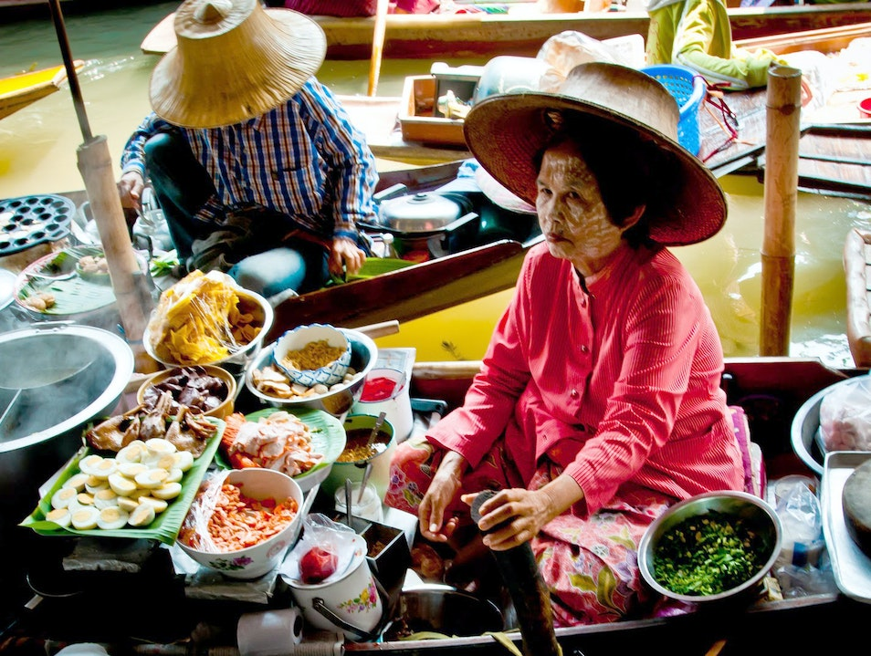 The Colour and the Chaos: Damnoen Saduak Floating Market