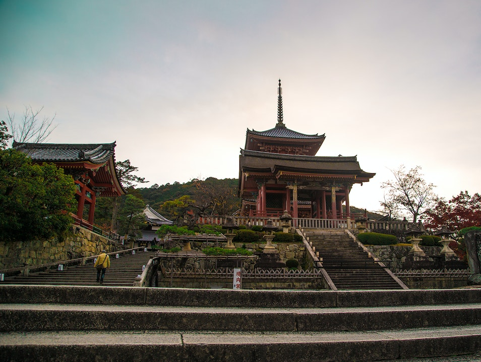 Kyoto's Beautiful Kiyomizu-dera Temple Yura Chō  Japan