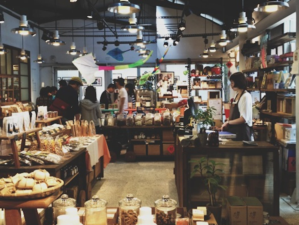 Browse with a Bagel at Good Cho's