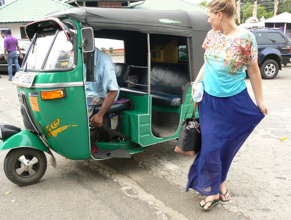 Sri Lanka: Tuk-Tuk Transportation