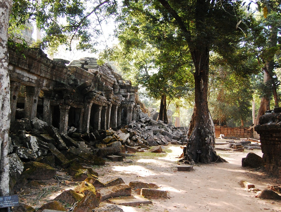 Late afternoon sun at the ruins of Beng Mealea