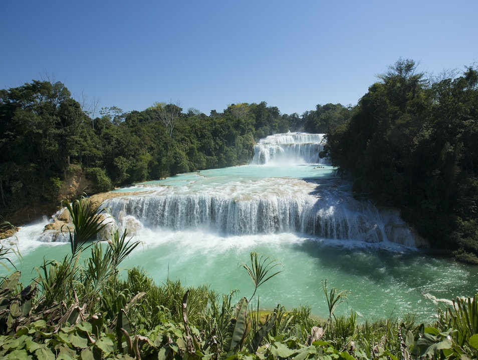 Agua Azul: The Caribbean in the middle of the Mexican jungle Tumbalá  Mexico