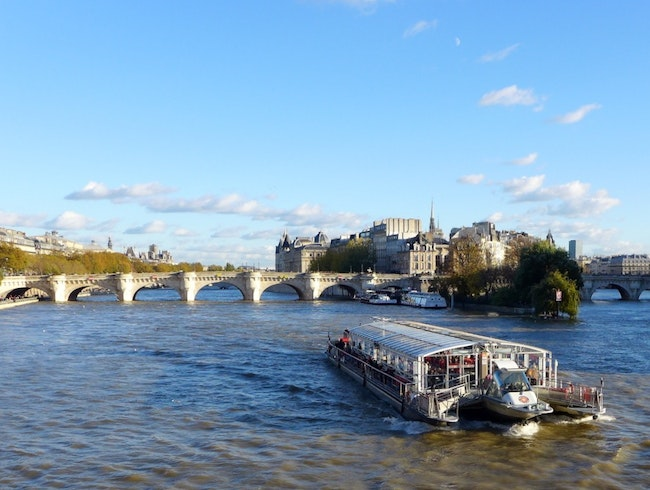 Going in Seine in Paris