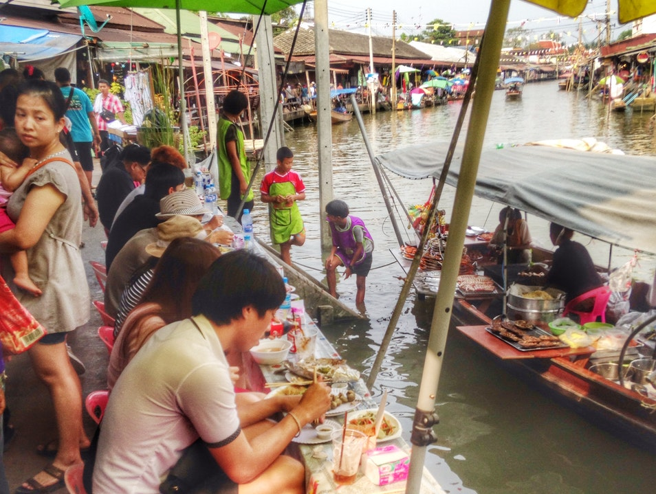 Amphawa Floating Market - a local delight