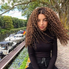 Top Ten Hairstyles to Manage Curly Hair