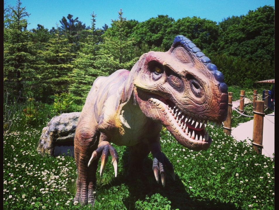 """Must Go Faster!"" Ruuuuuuuun! Dinosaurs Alive at Canada's Wonderland Vaughan  Canada"