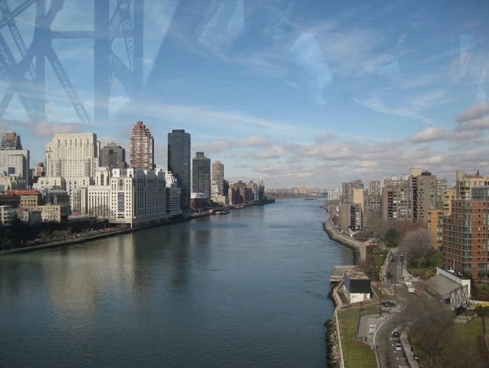 Top of the World-Roosevelt Island Tram New York New York United States