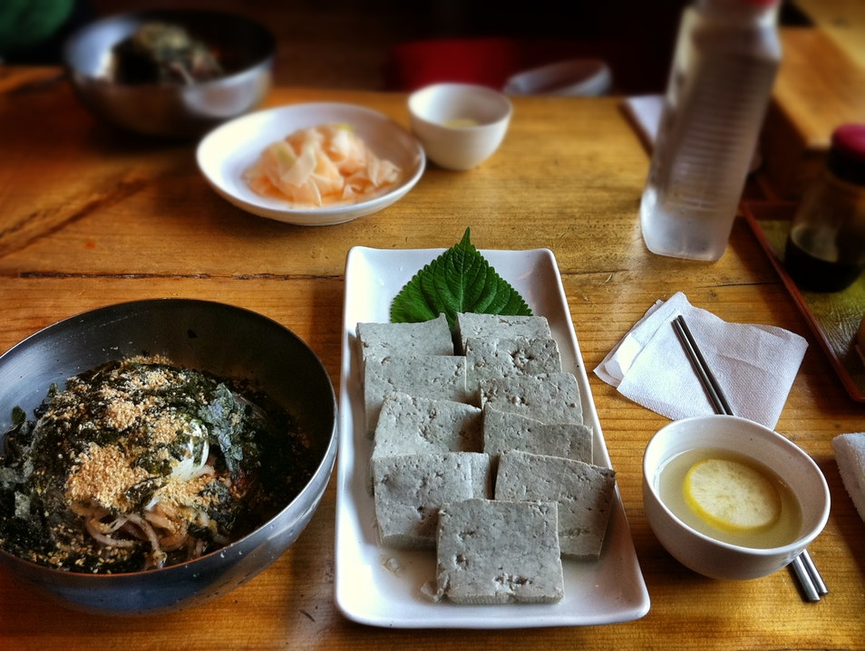buckwheat noodles, black tofu, and ice-cold fermented (semi-'carbonated'?!) radish broth: a summer lunch in Sokcho