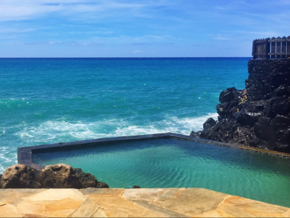 Salt water infinity pool  Honolulu Hawaii United States