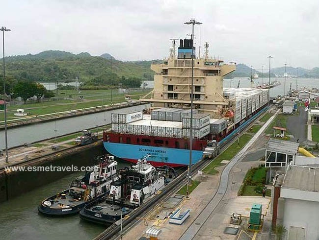 Visiting the Miraflores Locks