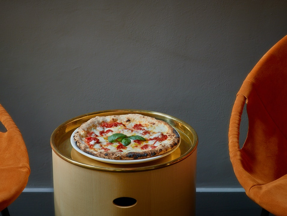 Pizza and Cocktails from a Two-Michelin-Star Chef at Dry in Milan