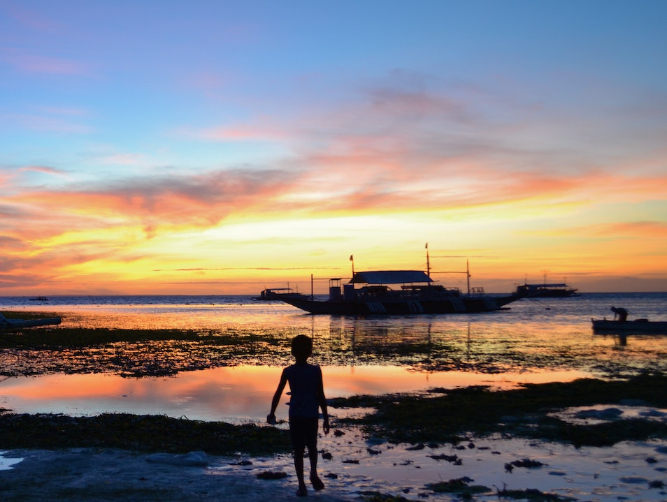 Catching Sunset in Malapascua