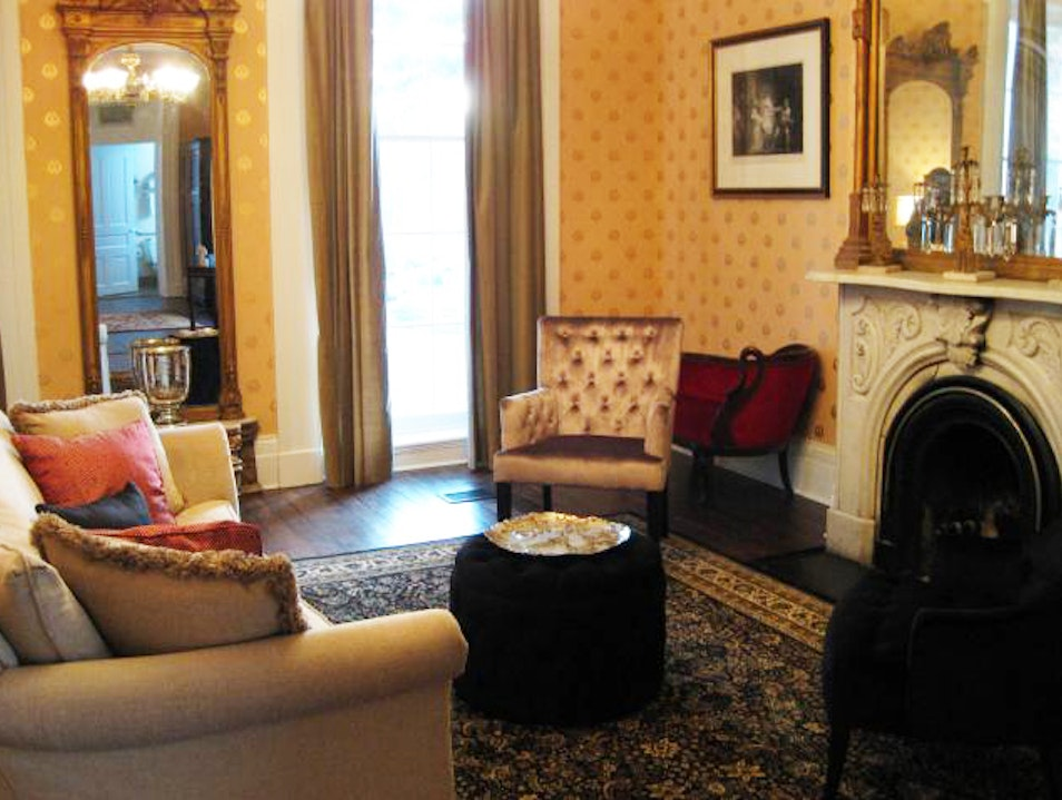Linden Row Inn: Staying in an Inn Where Edgar Allan Poe Used to Play