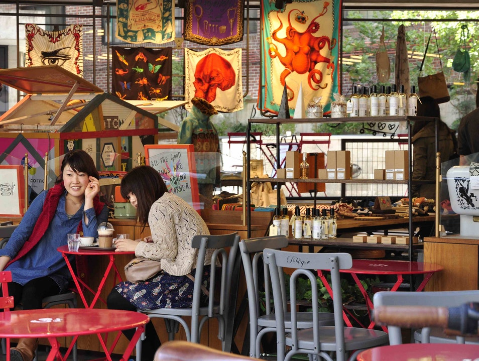 Coffee and Clothing Coalesce in Garosugil