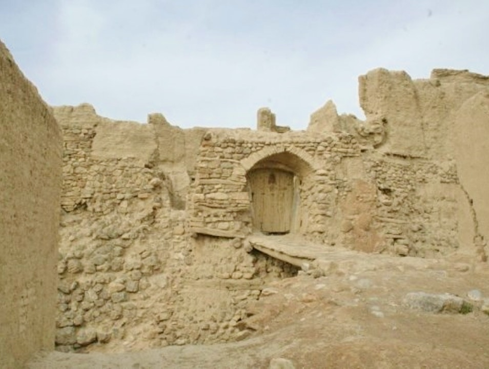 Exploring the old Izadkhast castle ruins