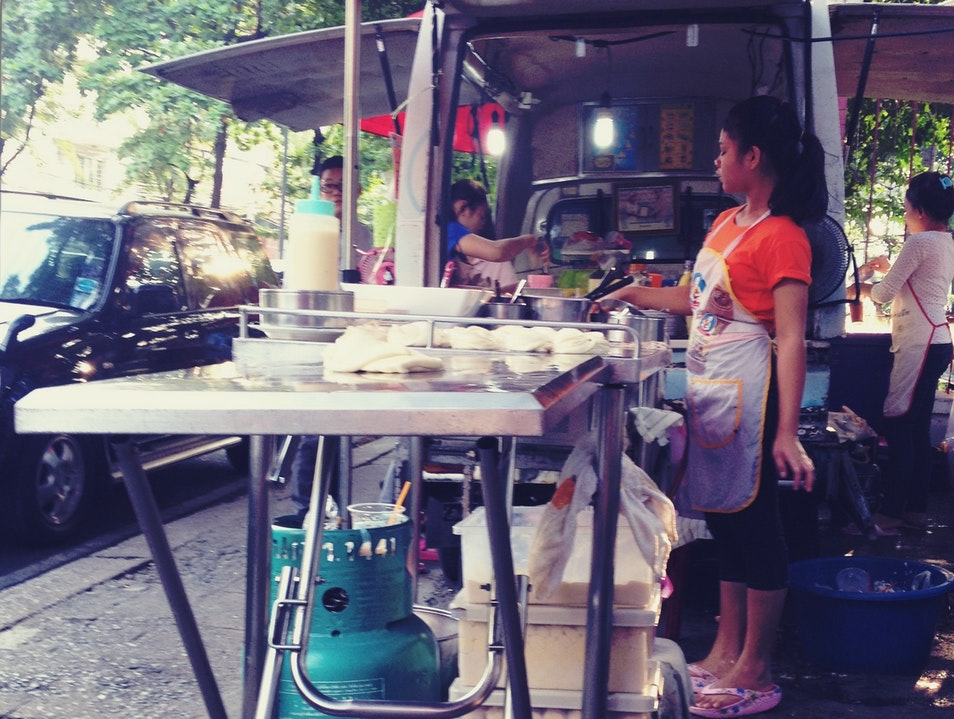 Breakfast (and Some Exercise) at Lumphini Park